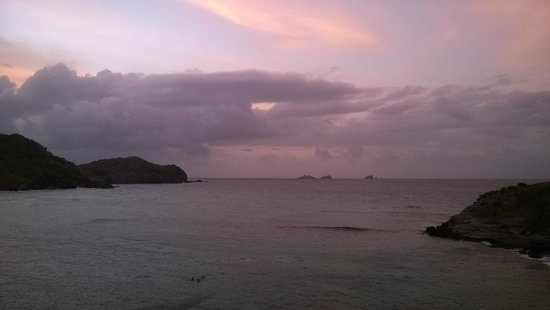 Auberge de la Petite Anse: Petite anse au fil de la journée.3