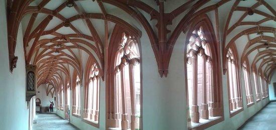 St. Stephan's Church (Stephanskirche) : magnifico claustro
