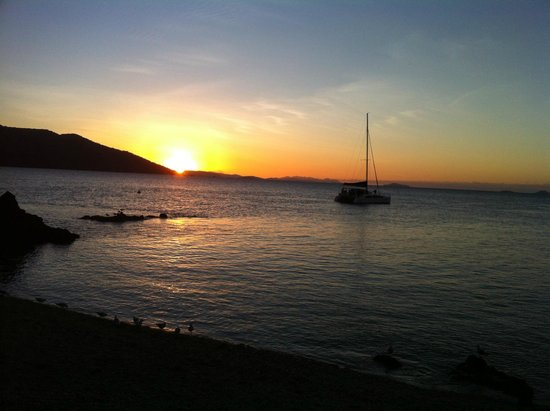 Daydream Island Resort & Spa: Sunset at lovers cove