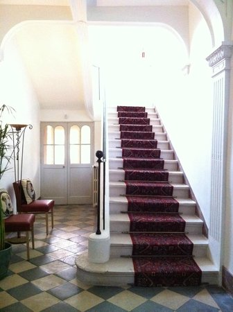 Hotel Particulier Poppa: Reception area, ground floor, stairway to rooms