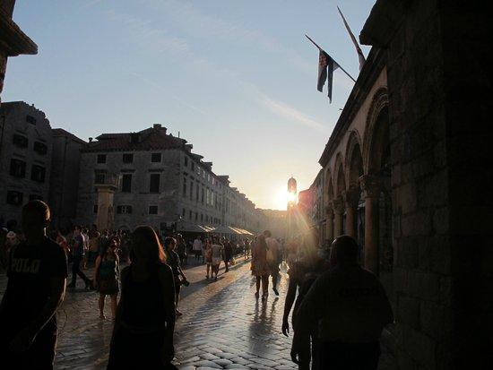 Calle Placa (Stradun): Scorcio dello Stradun al calar del sole