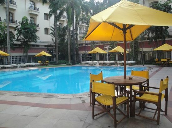 The Oberoi Grand: Pool
