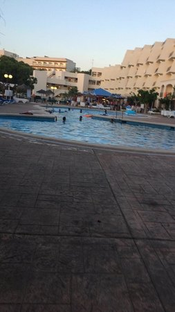 TRH Magaluf: Pool side was lovely