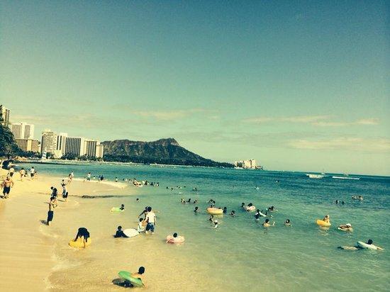 Waikiki Parc Hotel: short walk down to beach