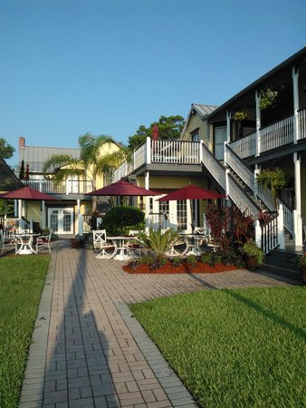 Bayfront Marin House Historic Inn: Sidewalk View