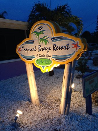 Tropical Breeze Resort: Sign out front