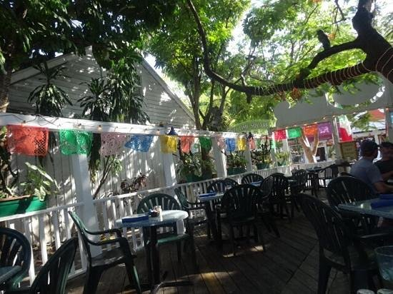Old Town Mexican Cafe: outdoor seating had plenty of fans to cool us off