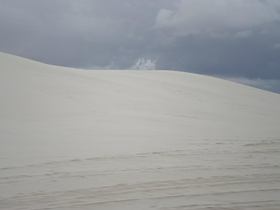 White Sands National Monument: Dunes along the road