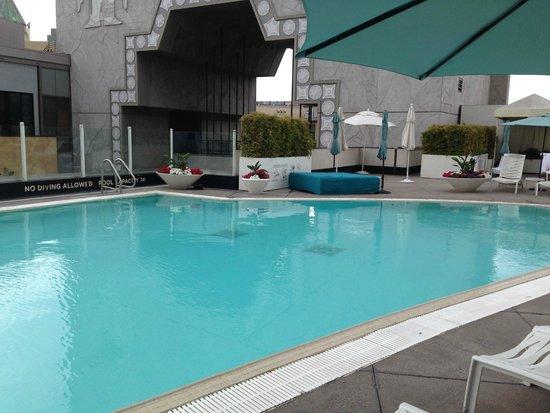 Loews Hollywood Hotel : Pool looking towards mall