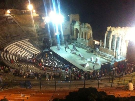 Greek Amphitheater : teatro greco di taormina