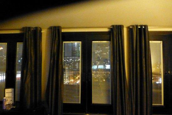 Le Place d'Armes Hotel & Suites: Great balcony