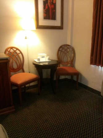 Travelodge Orlando Downtown Centroplex: Small sitting area