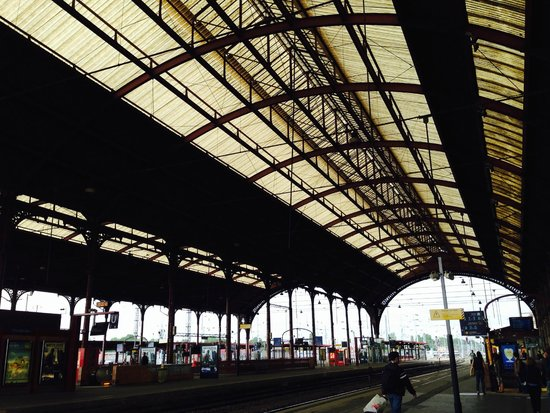 Hôtel du Rhin: Estacion central