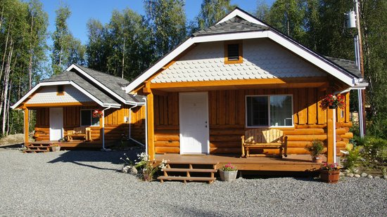 Denali Fireside Cabins & Suites: Front of cabin