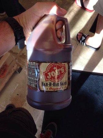 Joe's Kansas City Bar-B-Que: Galloni di BBQ