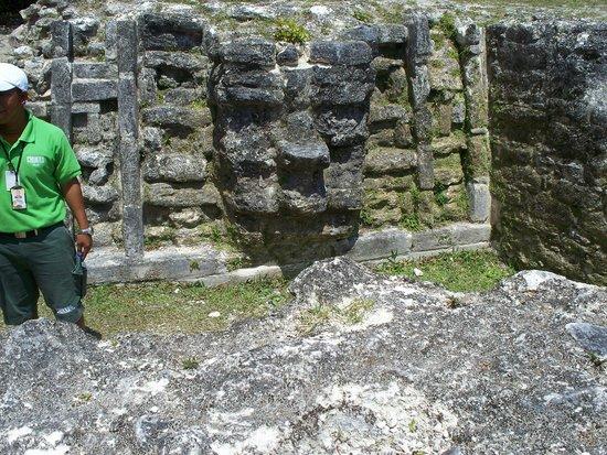 Maya-Ruinen von Altun Ha: Altun Ha Ruins - see the face?