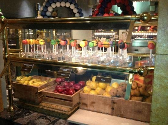 Le Village Buffet: best macaroons in town