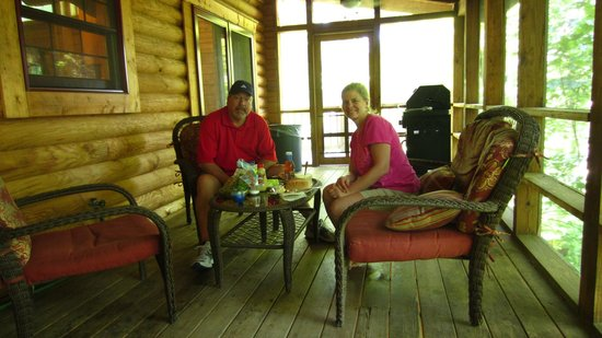 Valley View Cabins: Morning Glory Cabin porch