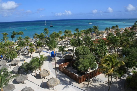 Marriott's Aruba Surf Club: Another view of the 6th floor ocean front towards the beach