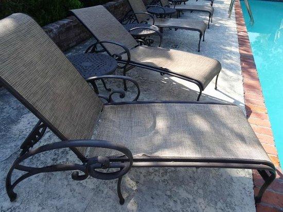 Nottoway Plantation Resort: fauteuils piscine
