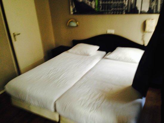 Hotel Europa'92: camas