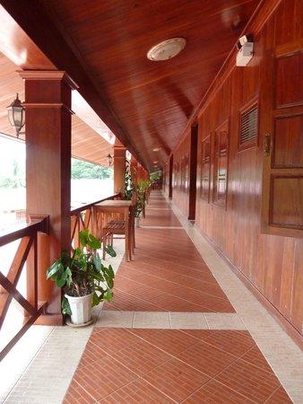 Phetsokxai Hotel Pakbeng: Balcony