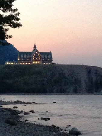 Prince of Wales Hotel: At night, from Waterton