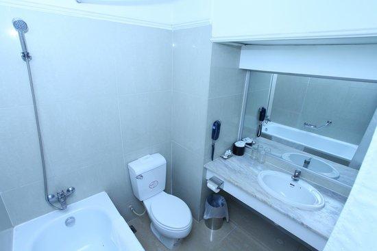 Galaxy Hotel Hanoi: Bathroom