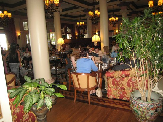 The Fairmont Empress : The old lobby-afternoon tea