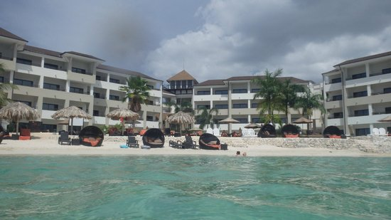 Secrets Wild Orchid Montego Bay: Preferred club beach and resort section