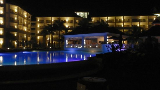 Secrets Wild Orchid Montego Bay: Beautiful at night as well!