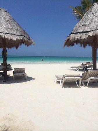 Secrets Maroma Beach Riviera Cancun: View on the beach...amazing!