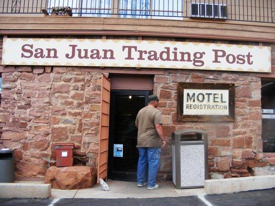 San Juan Inn : Front of the Inn