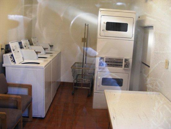 San Juan Inn: Laundry room