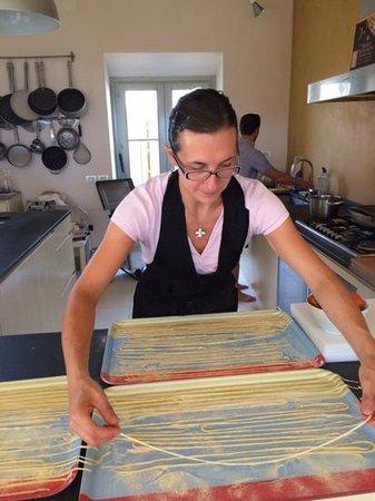 La Bandita : Paola making pici! Yum!