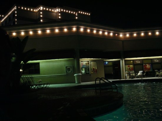 Buena Vista Suites: The Pool At Night
