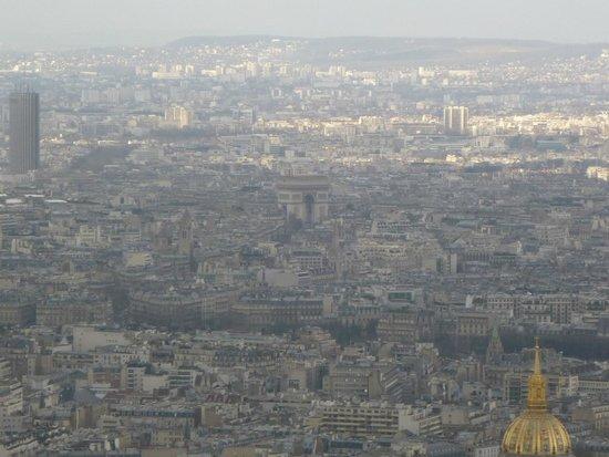 Observatoire Panoramique de la Tour Montparnasse: Vista hacia el Arco del Triunfo.