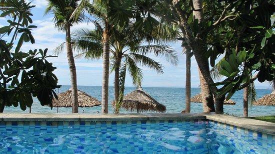 Son Tra Resort & Spa: Beach taken from room