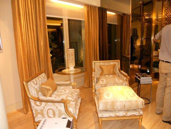 Four Seasons Hotel George V Paris: petit salon