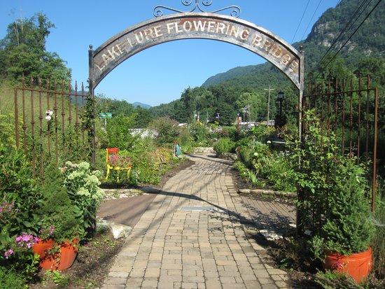Lake Lure Flowering Bridge : Entrance