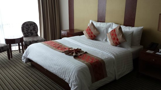 The Berkeley Hotel Pratunam: the king size bed