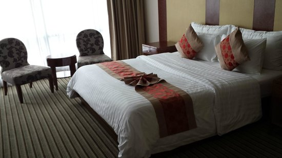 The Berkeley Hotel Pratunam: spacious room