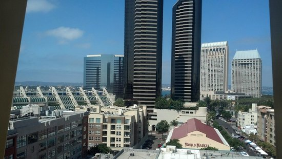 Residence Inn San Diego Downtown/Gaslamp Quarter: View facing west of downtown SD