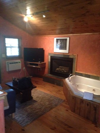 Ruidoso Lodge Cabins: Cabin 6 Jacuzzi