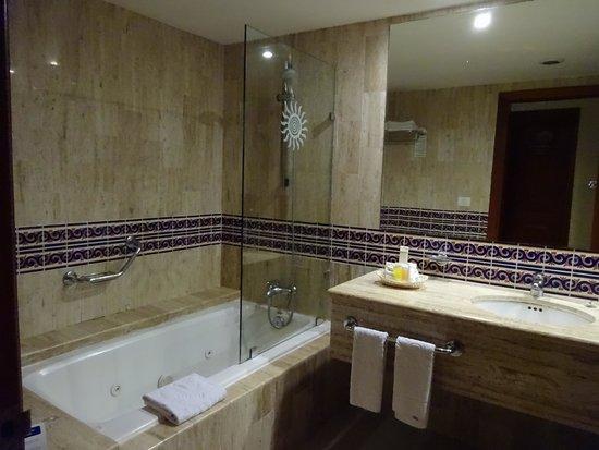 Grand Bahia Principe Coba : bathroom