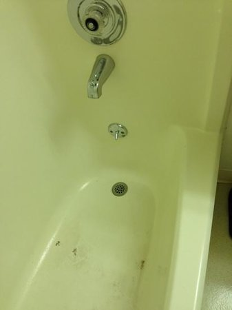Super 8 by Wyndham Jackson Hole: bathtub needs to be replaced. and anytime anyone else on your floor flushes the toilet you get a
