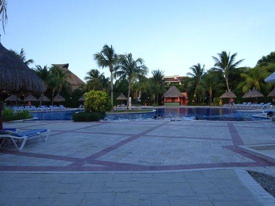 Grand Bahia Principe Coba : pool at night