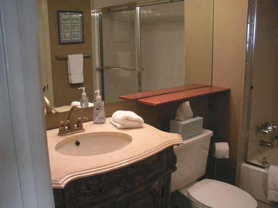 Talbot Heirs Guesthouse: Bathroom - Suite #2