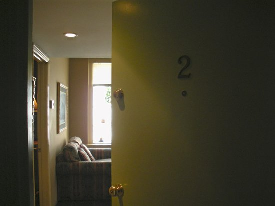 Talbot Heirs Guesthouse: Entry to Suite #2