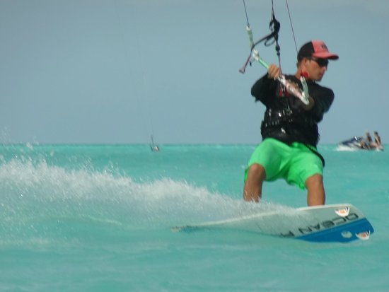 Turks and Caicos Kiteboarding : Nik Taking a Kite Back Upwind